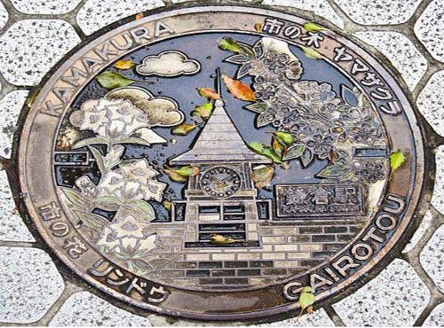 另类街头艺术:极具特色的井盖设计图片